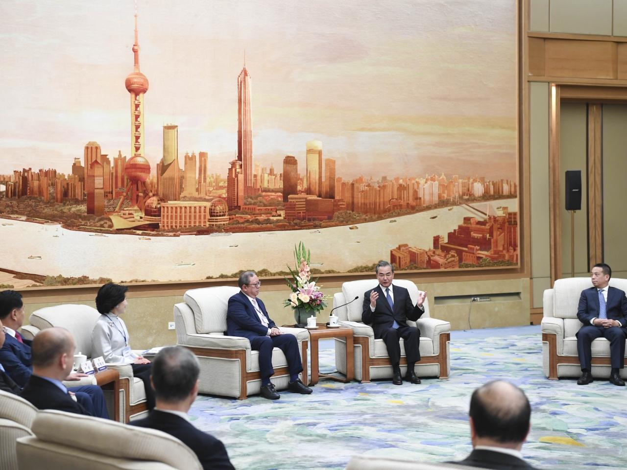 王毅:香港面臨回歸以來最嚴峻局面